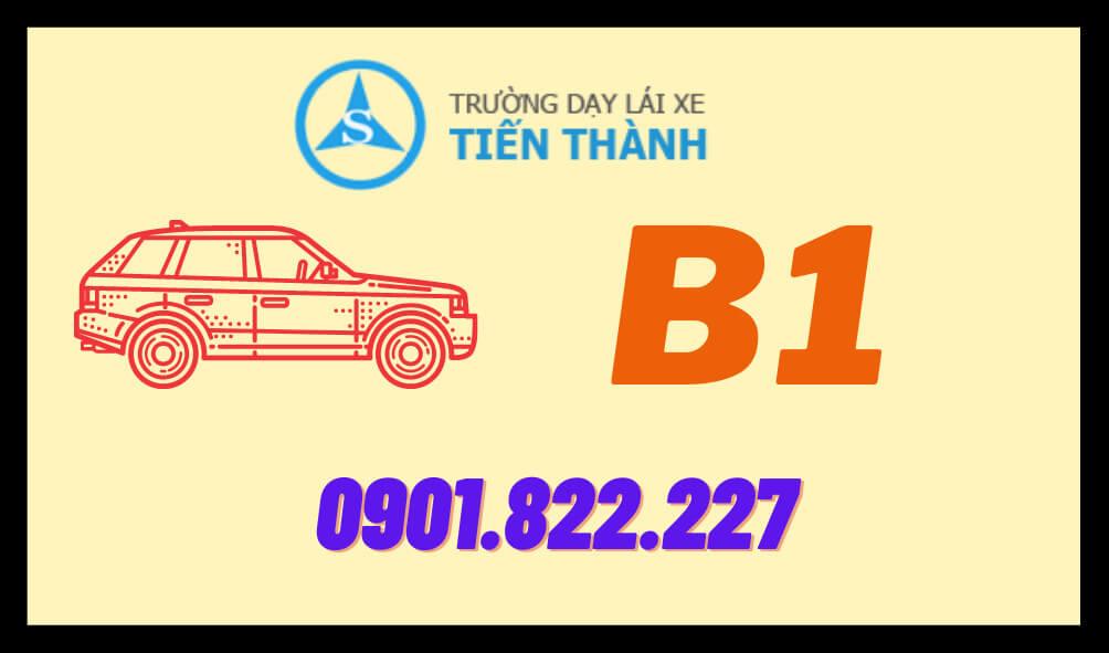 BẰNG B1 KHÁC B2 THẾ NÀO - BẰNG LOẠI NÀO THÌ DỄ HỌC NHẤT - GIẤY PHÉP LÁI XE HẠNG B1  Bằng B1 khácB2 thế nào? Bạn đang có nhu cầu học lái xe ô tô nhưng lại đang phân vân không biết nên học bằng lái xe B1 hay bằng lái xe B2? Có nhiều bạn cho rằng việc học lái xe ô tô B1 lại đơn giản hơn học lái xe ô tô B2.  Nhưng cũng có bạn cho rằng học bằng lái xe B2 thì tiện hơn so với bằng lái xe B1. Thật chất giữa bằng lái xe b1 và bằng lái xe B2 đều có những ưu điểm riêng của nó. Tùy thuộc vào từng nhu cầu sử dụng mà các bạn có thể chọn một khóa học phù hợp nhất cho mình.  Tuy nhiên nếu các bạn biết được bằng b1 khác b2 thế nào và những ưu điểm riêng của từng loại bằng. Thì các bạn có thể dễ dàng hơn trong việc lựa chọn cho mình một khóa học phù hợp nhất. Bài viết sau đây sẽ giúp các bạn điều đó!  Bằng B1 và B2 Khác Nhau Như Thế Nào?  BẰNG B1 KHÁC B2 THẾ NÀO VỀ CÁCH SỬ DỤNG Điểm chung của 2 loại bằng  Bằng lái xe B1 và bằng lái xe B2 đều có một đặc điểm chung lớn nhất là: Cả 2 loại bằng này đều cho phép người sử dụng điều khiển các phương tiện tham gia giao thông. Là các loại xe ô tô chở người từ 4 đến 9 chỗ.  Tuy nhiên bằng B1 và bằng B2 lại có những điểm khác nhau trong cách sử dụng dưới đây.  Bằng B1 khác B2 thế nào? Bằng lái xe B1: Chỉ được điều khiển phương tiên xe số tự động để tham gia giao thông. Với mục đích sử dụng gia đình mà không được tham gia các hoạt động kinh doanh. Bằng lái xe B2: Riêng bằng lái xe B2 thì có phần ưu tiên hơn. Người sử dụng có thể điều khiển cả xe số tự động và xe số sàn tham gia giao thông. Ngoài ra so với bằng lái xe hạng B1 thì bằng lái xe B2 không chỉ được lái xe ô tô gia đình mà còn được sử dụng với mục đích kinh doanh. Ưu điểm của mỗi loại bằng  Ở mỗi loại bằng đều có một ưu điểm riêng của nó.  + Ở bằng lái xe Tự động B1  Thì các bạn có thể dễ dàng hơn khi tập lái thực hành. Tuy nhiên, nó lại hạn chế về mặt phạm vi sử dụng. Loại bằng này chủ yếu phù hợp với các chị em phụ nữ hoặc người lớn tuổi hơn.  + Còn riêng đối với bằng lái xe hạng B2  