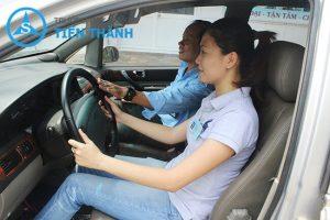 học viên học lái xe tại nhà bè - trường tiến thành