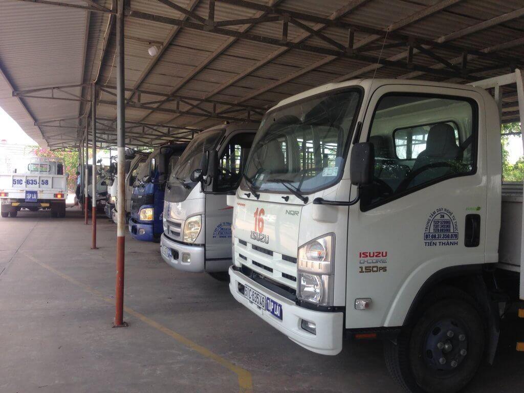 sân bãi tập + xe tập lái trường dạy lái xe Tiến Thành tại Tân Phú
